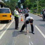 Sat Lantas Polres Batu Menangani Tptkp Laka di Jl. Raya Ngantang