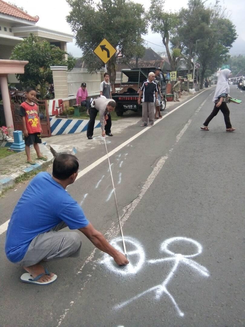 Sat Lantas Polres Batu Tptkp laka Lantas di Jl Moch Hatta Junrejo Batu