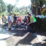 Bhabinkamtibmas Polsek Ngantang Polres Batu Gotong Royong Melaksanakan Kerja Bakit Bersama Warga Binaan