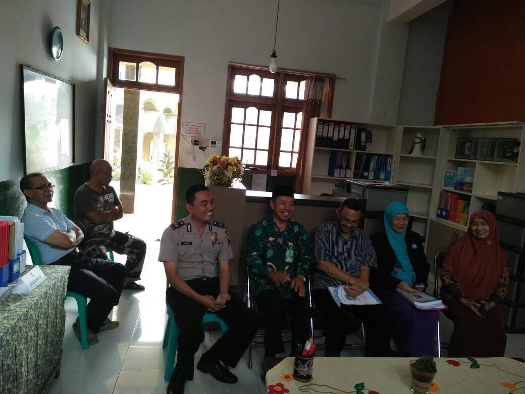 Polri Selalu di Butuhkan Masyarakat, Paur Humas Menghadiri Undangan Kunjungan Tim Assesor Akriditasi Sekolah MI Baiturohmah