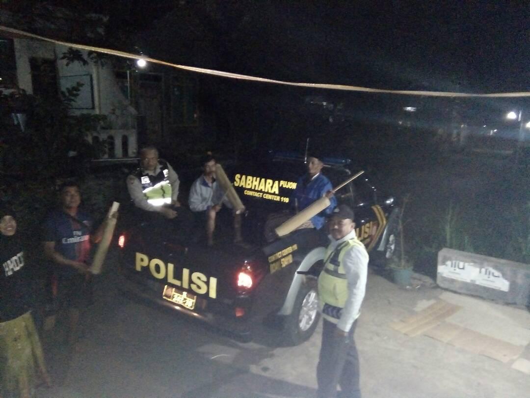 Polsek Pujon Polres Batu Laksanakan Patroli Sahur di Desa Pandesari