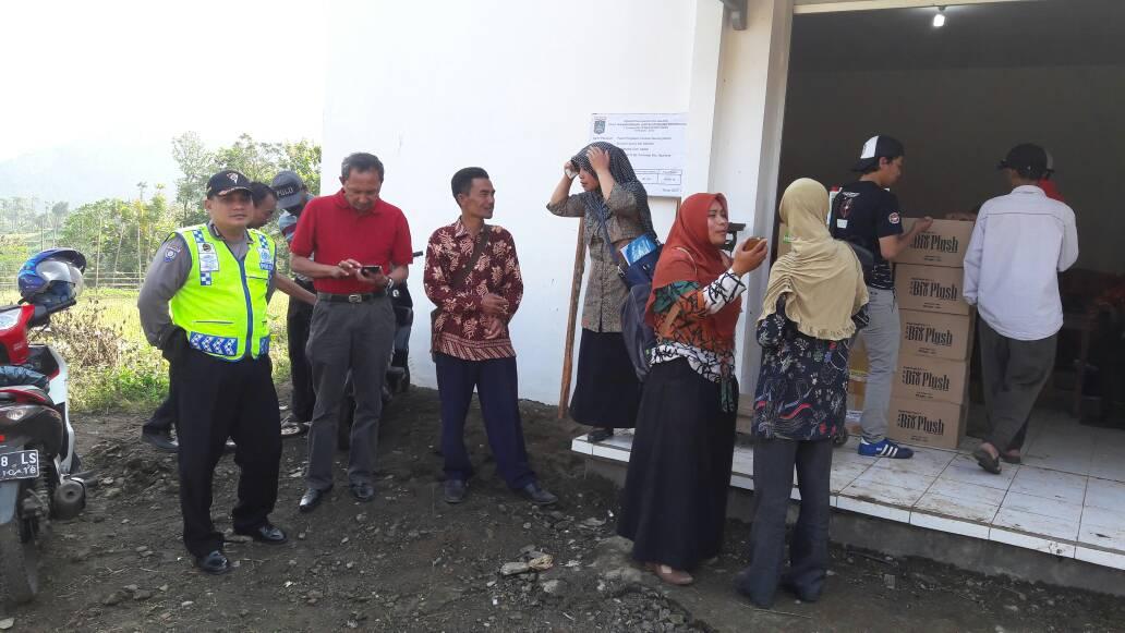 Bhabinkamtibmas Polsek Ngantang Polres Batu Pengamanan Penyaluran Bibit Bawang Merah
