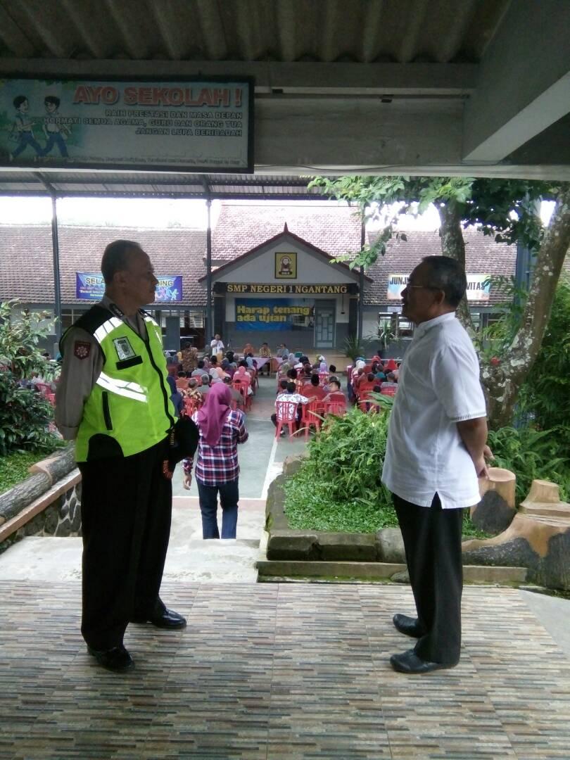 Polsek Ngantang Polres Batu Amankan giat Kelulusan SMP N 01 Ngantang