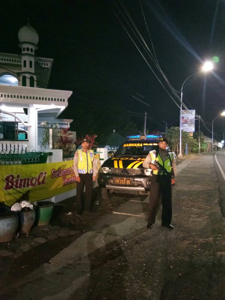 Polsek Junrejo Polres Batu Tingkatkan Pengamanan Sholat Tarawih
