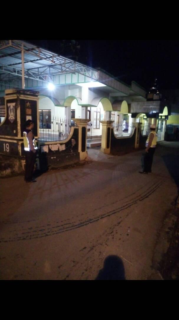 Jaga Kamtibmas Polsek Pujon Polres Batu Giatkan Pengamanan Sholat Terawih