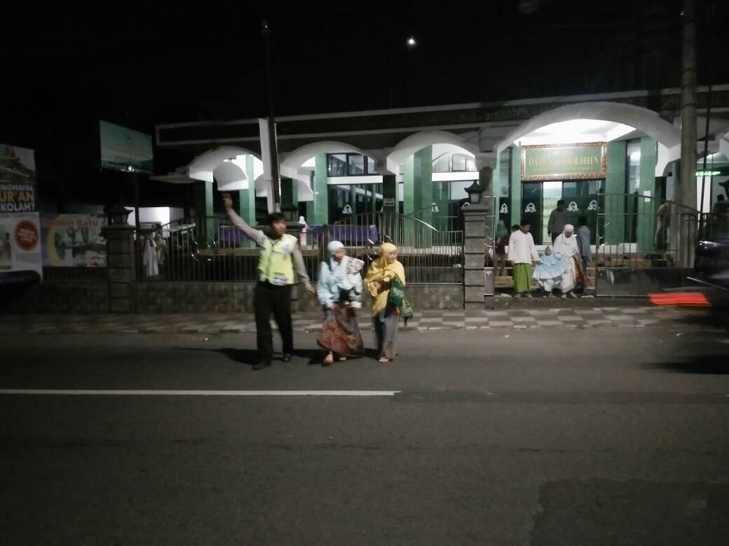 Polsek Koba Polres Batu Pengamanan Tarawih
