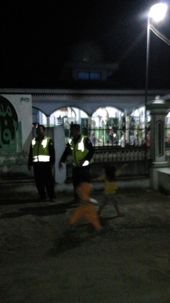 Polsek Kasembon Polres Batu Pengamanan Tarawih