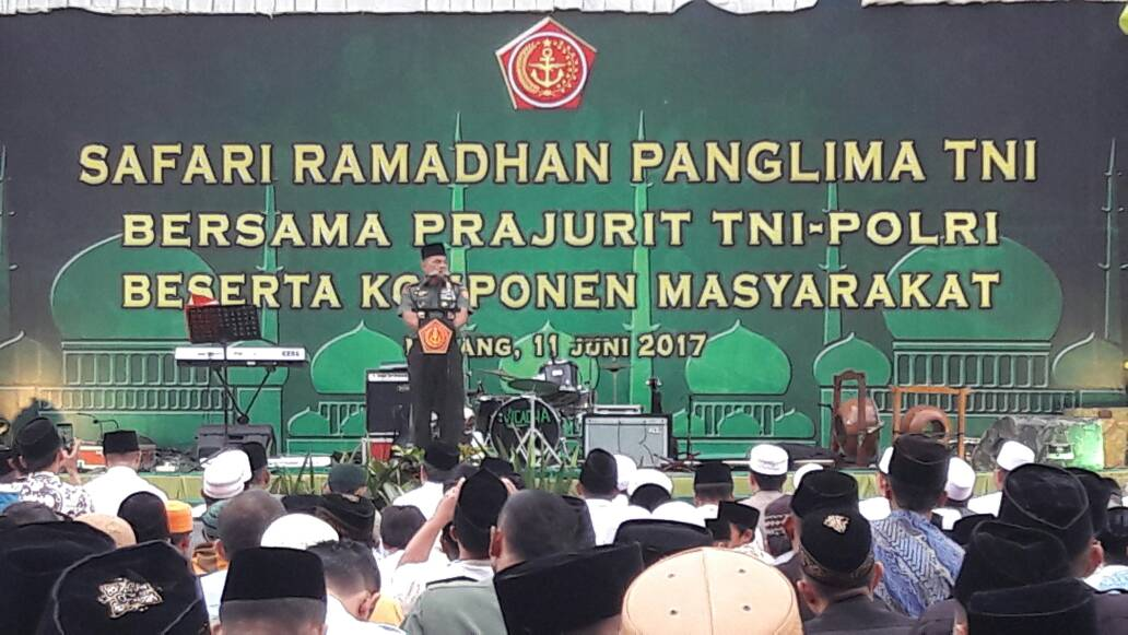 Anggota Polres Batu Hadiri Safari Ramadhan dengan Panglima TNI