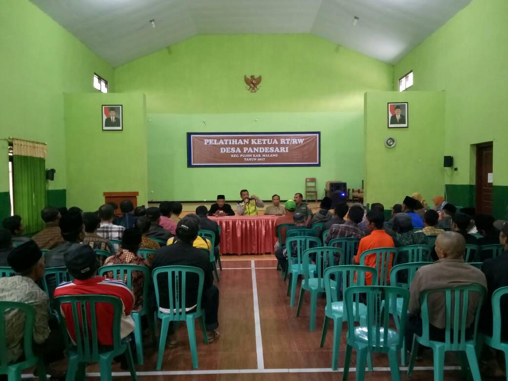 Bhabinkamtibmas Polres Batu Hadiri Pelatihan RT/Rw Desa Pandesari