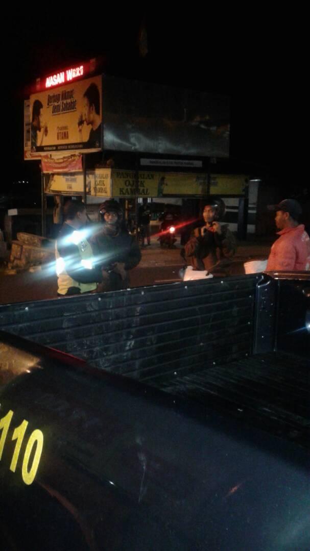 Patroli Sahur Polsek Ngantang Polres Batu Bersama Warga