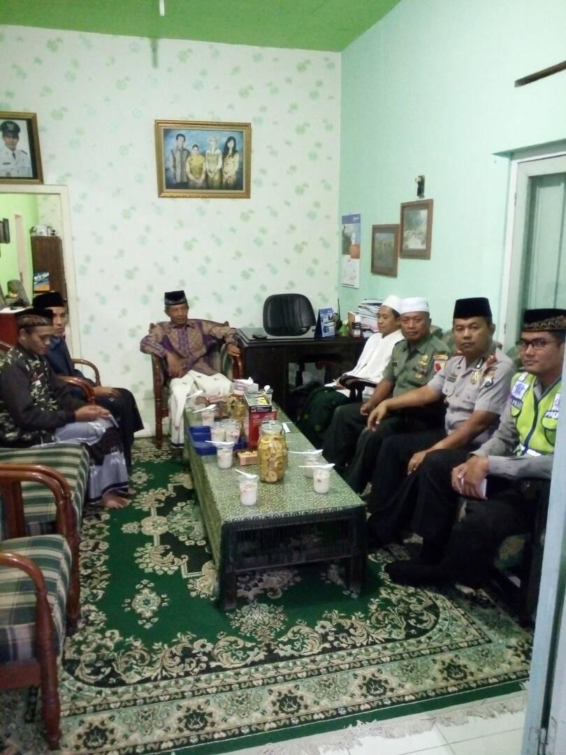 Kapolsek Dan Anggota Polsek Pujon Polres Batu Hadiri Safari Ramadhan