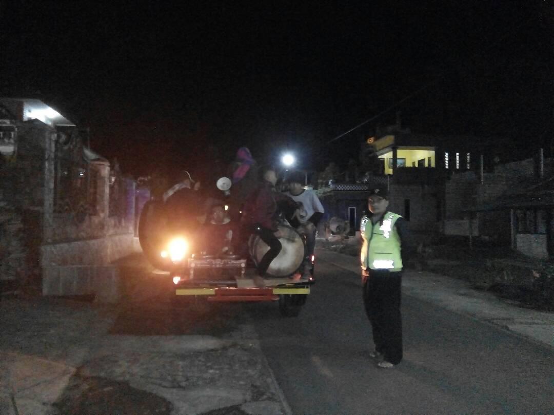 Polsek Ngantang Polres Batu Bersama Warga Laksanakan Patroli Sahur Di Desa Kaumrejo