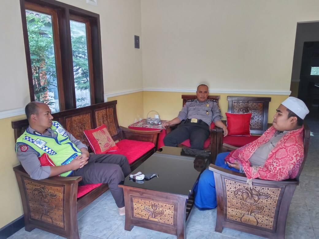 Bhabinkamtibmas Desa Sidodadi Polres Batu Kunjungi Toga