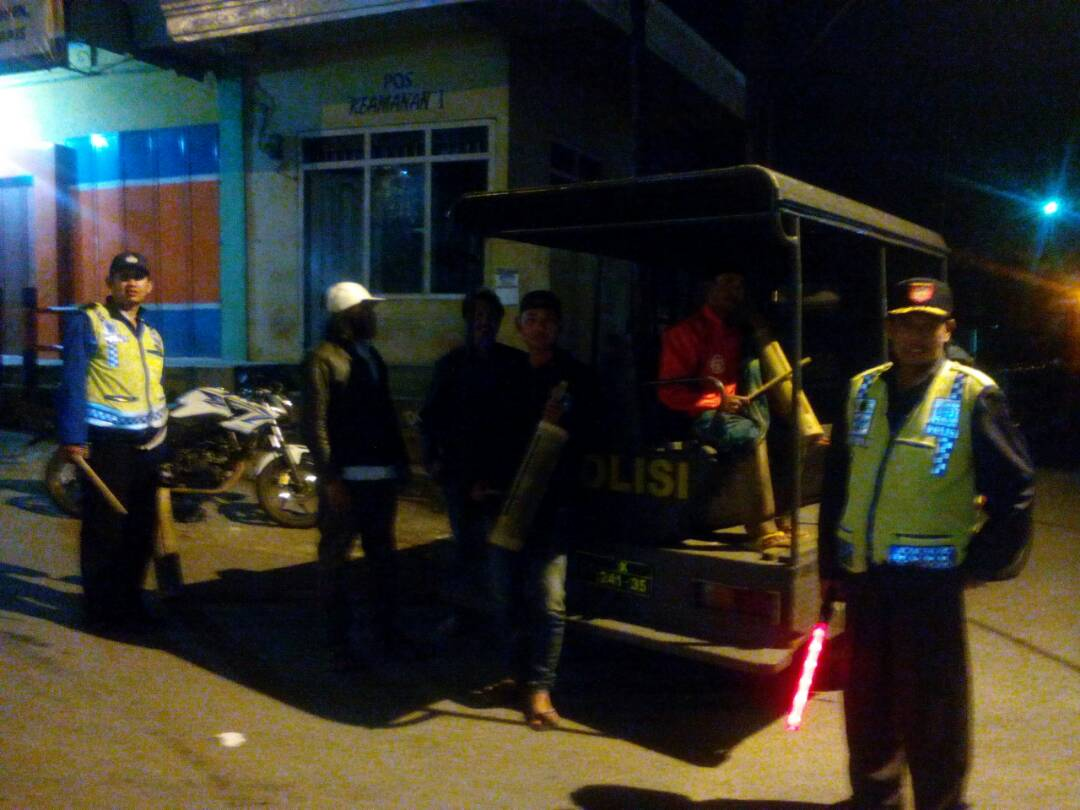 Polsek Pujon Polres Batu Patroli Sahur Bersama Warga