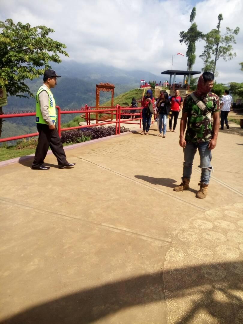 Anggota Polsek Pujon Polres Batu Melaksanakan Patroli Wisata Rutin Jaga Situasi Agar Wilayah Wisata Kota Batu Kondusif