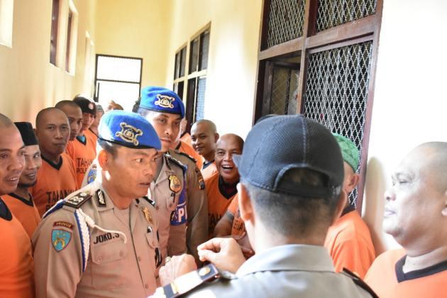 Pawas Polres Batu Giat Rutin Kontrol Tahanan Dan Halal Bihalal Di Ruang Tahanan
