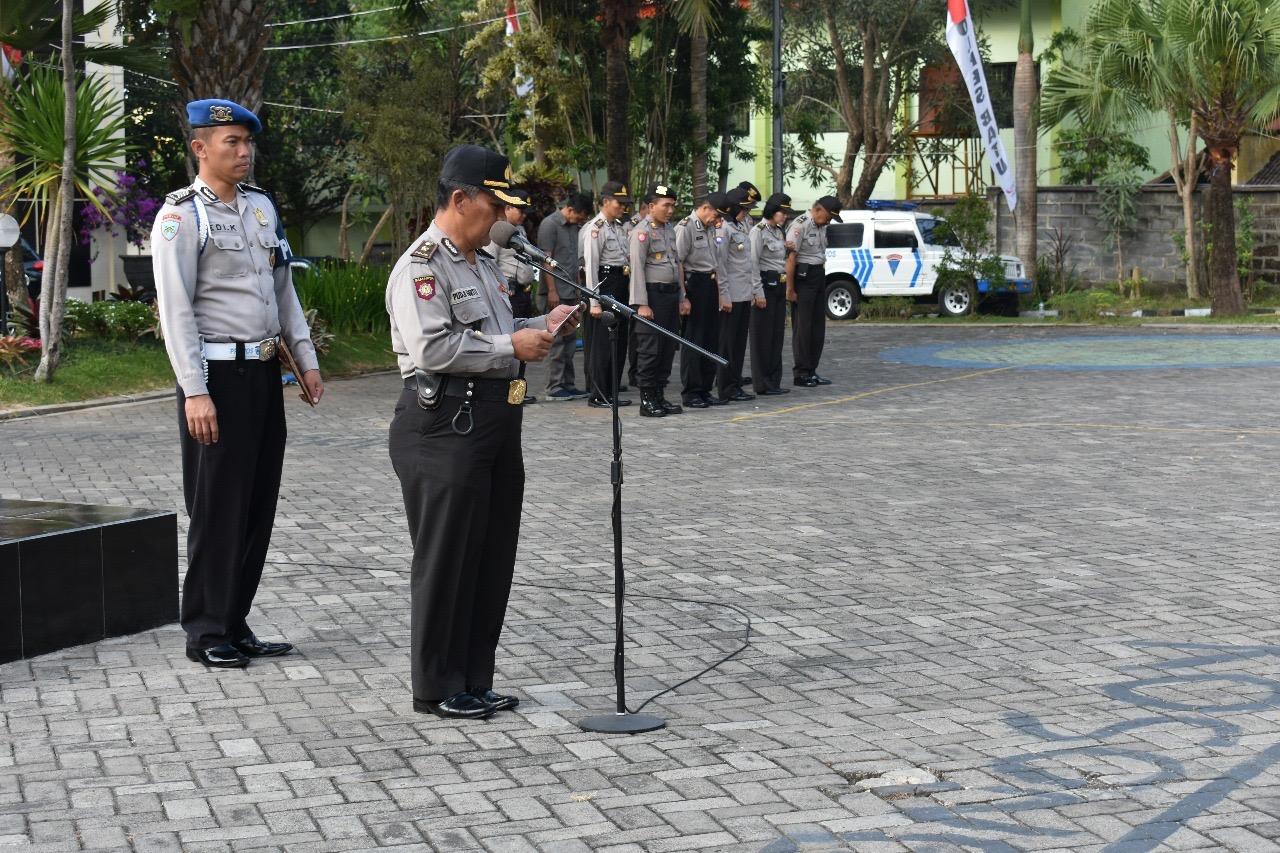 Anggota Polres Batu Laksanakan Apel Siaga Libur Hari Raya