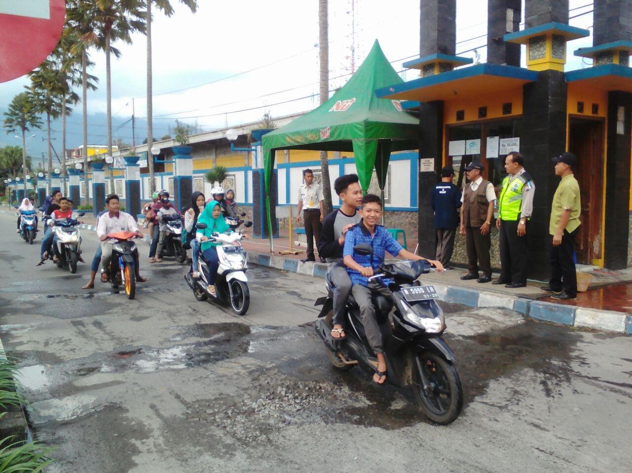 Anggota Polsek Ngantang Polres Batu Laksanakan Giat Patroli Rutin Di Taman Wisata Selorejo