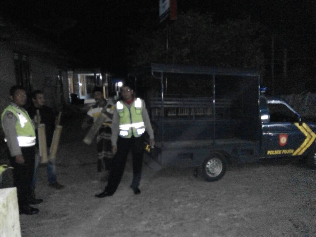 Anggota Pos Pam Pujon Polres Batu Laksanakan Patroli Sahur Bersama Warga Tawangsari