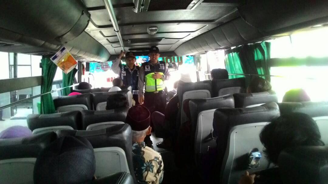 Polres Batu Giat Binluh Himbauan Kamtibmas Antisipasi Tindak Kejahatan Di Dalam Angkutan Umum Dalam Rangka Mudik Lebaran Ops Ramadniya 2017