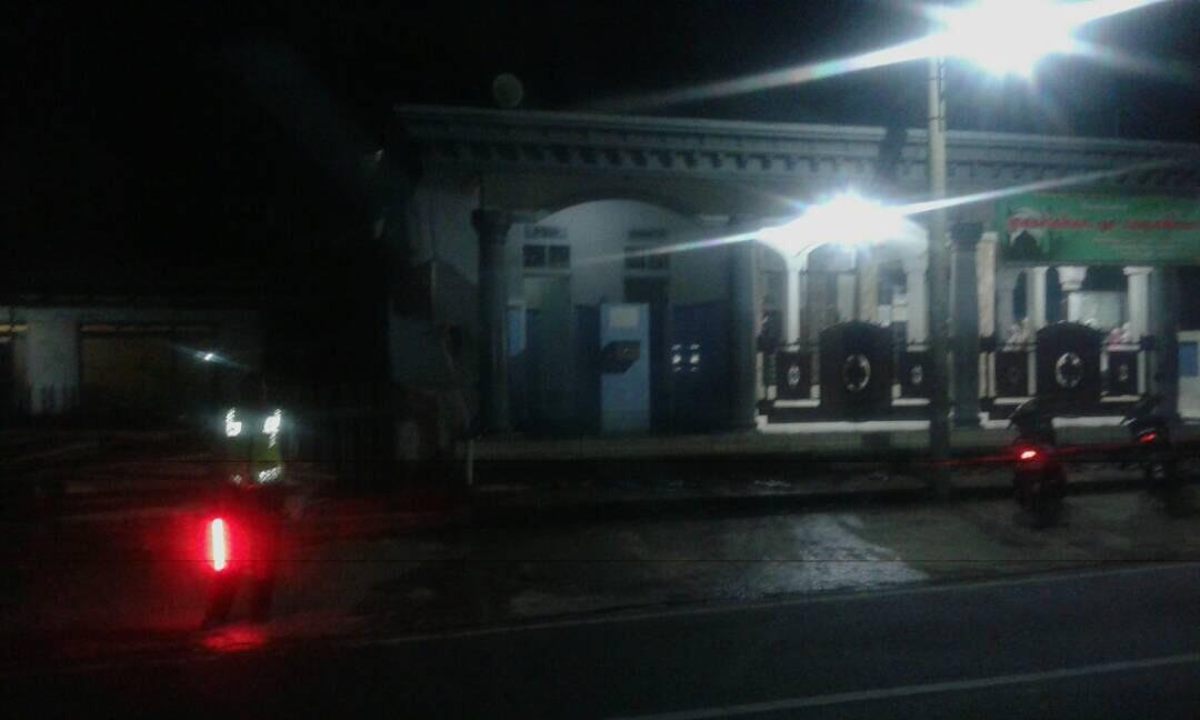 Polsek Ngantang Polres Batu Amankan Sholat Teraweh di Masjid Desa Mulyorejo