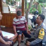 Anggota Polsek Batu Polres Batu melaksanakan Giat Sambang Pos Kamling Bhabinkamtibmas