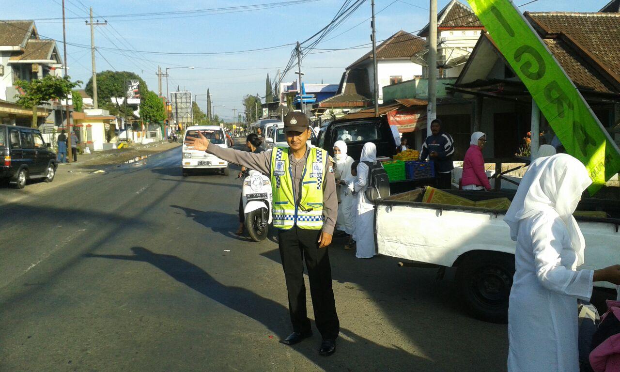 Polsek Pujon Polres Batu Pengamanan Giat Peragaan Manasik Haji