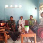 Anggota Bhabinkamtibmas Desa Pulosari Polres Batu Bersama Babinsa Tatap Muka Dengan Kasun Agar Wilayah Aman Kondusif