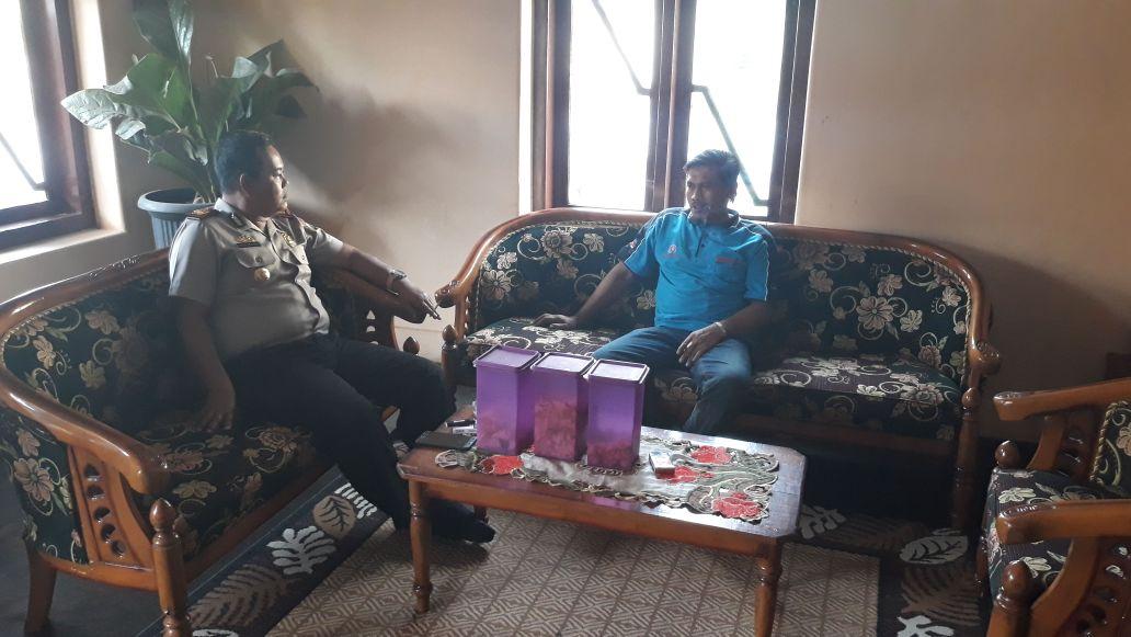 Jalin Komunikasi Kapolsek Pujon Polres Batu Sambang Kades Agar Wilayah Tetap Kondusif