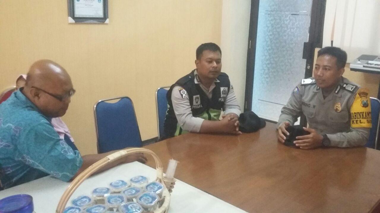Anggota Polsek Batu Polres Batu Giat Sambang Ke Kasek SMK Negeri 01 Batu