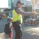 anggota Polsek Bumiaji Polres Batu Awali Yanmas Dengan Pos Awal