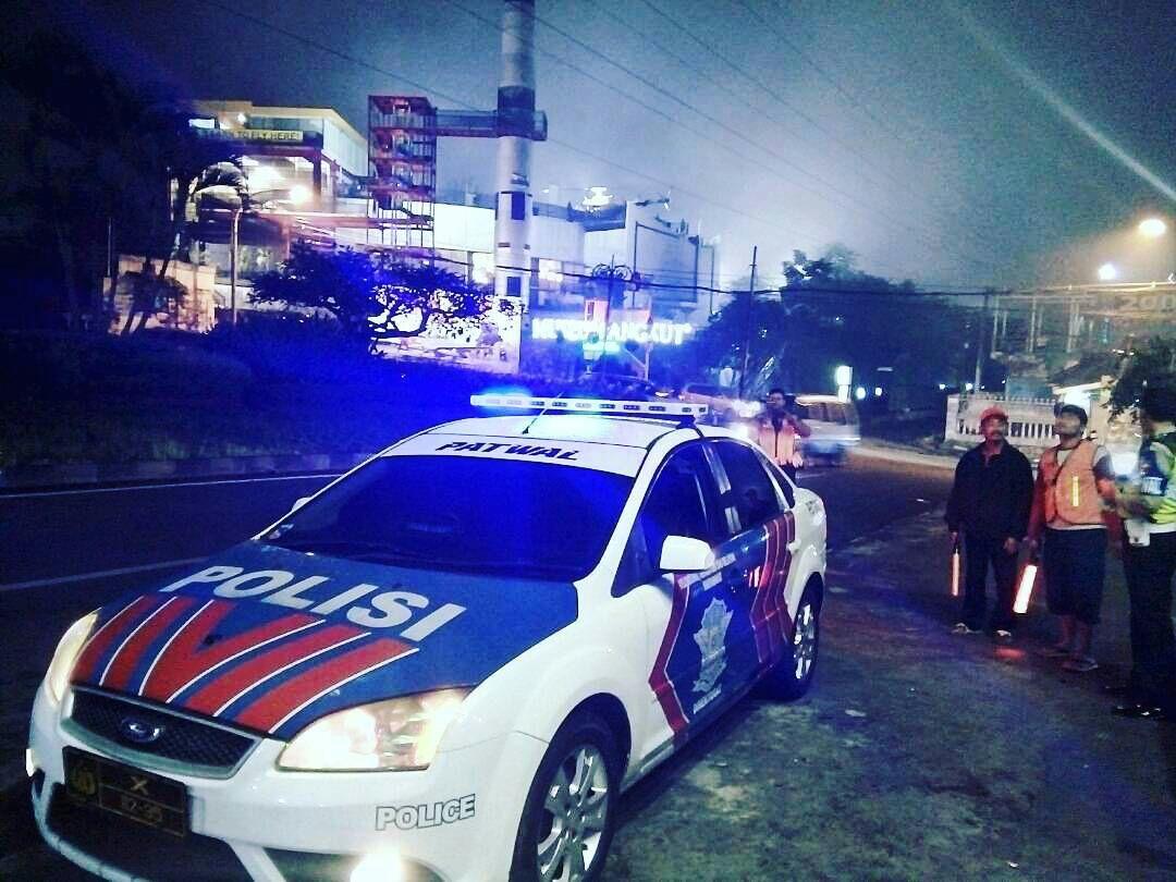 Satlantas Polres Batu Patroli Dialogis Dengan Tukang Parkir Untuk Menjaga Situasi Kondusif