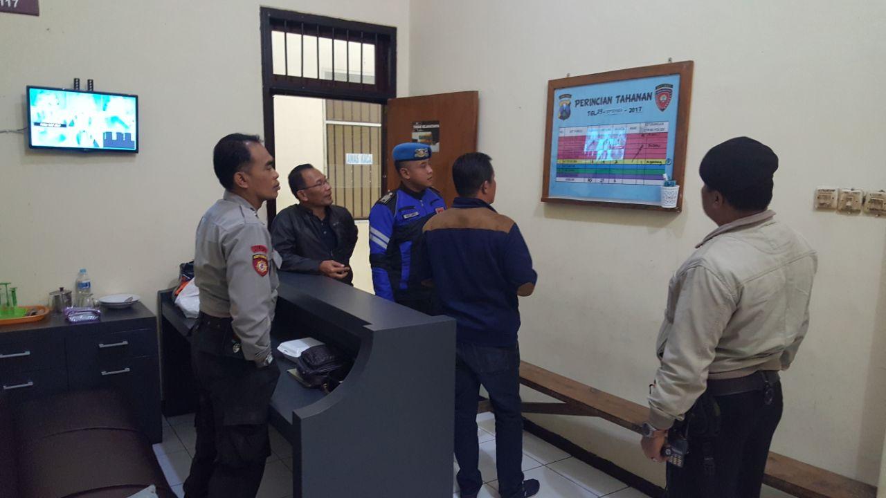 Anggota Polres Batu Laksanakan Pengecekan Tahanan