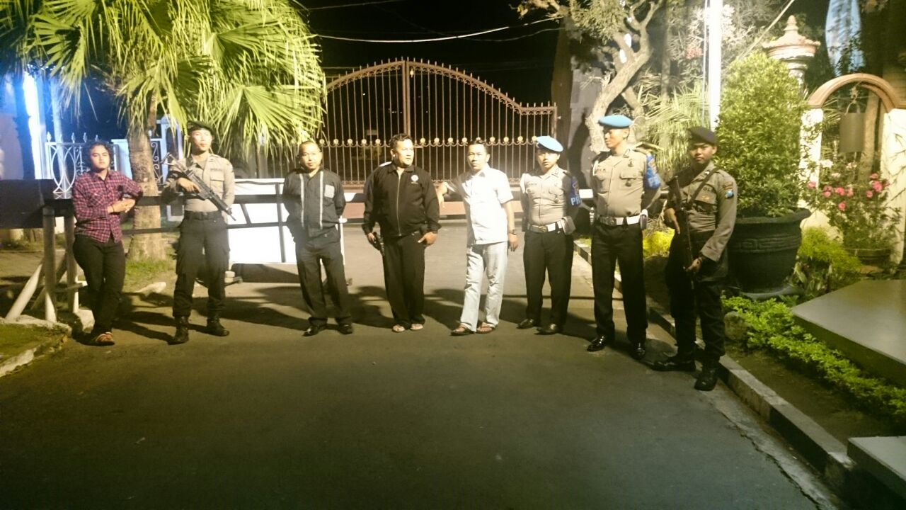 Anggota Polres Batu Perkuat Pengamanan Mako