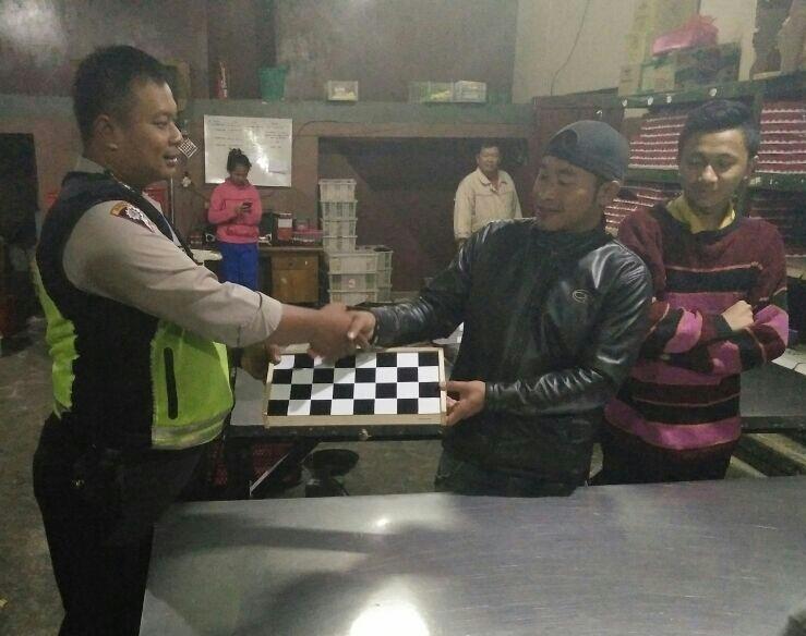 Anggota Bhabinkamtibmas Polsek batu Polres Batu Laksanakan Binluh Kepada Kelompok Pemuda