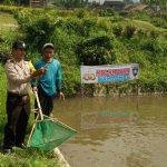 Tingkatkan Kemitraan dengan masyarakat Bripka Dujuaedi Bhabinkamtibmas Polsek Batu Polres Batu Sambangi Peternak Ikan