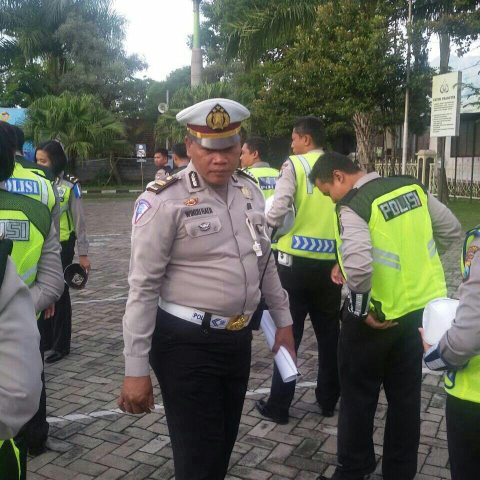 Tingkatkan Disiplin, KBO Satlantas Polres Batu Periksa Anggota