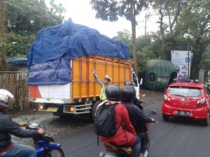 Satlantas Polres Batu Berikan Batasan Jam Kendaraan Berat Dalam Melintas Untuk Menjaga Kelancaran Jalan