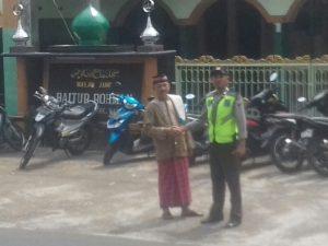 Berikan Rasa Aman Saat Beribadah, Polsek Kasembon Polres Batu Giatkan Pengamanan Sholat