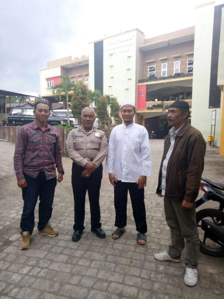 Tingkatkan Sinergitas, Anggota Polsek Pujon Polres Batu Giat Sambang Tokoh Masyarakat