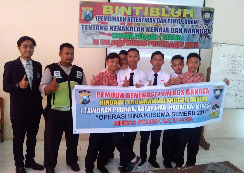 Ops Bina Kusuma Semeru 2017 Anggota Binmas Polsek Batu Polres Batu Giatkan Bintibluh Kepada Pelajar