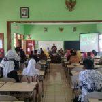 Anggota Bhabinkamtibmas Polsek Batu Polres Batu Menghadiri Kegiatan Penilaian Sekolah