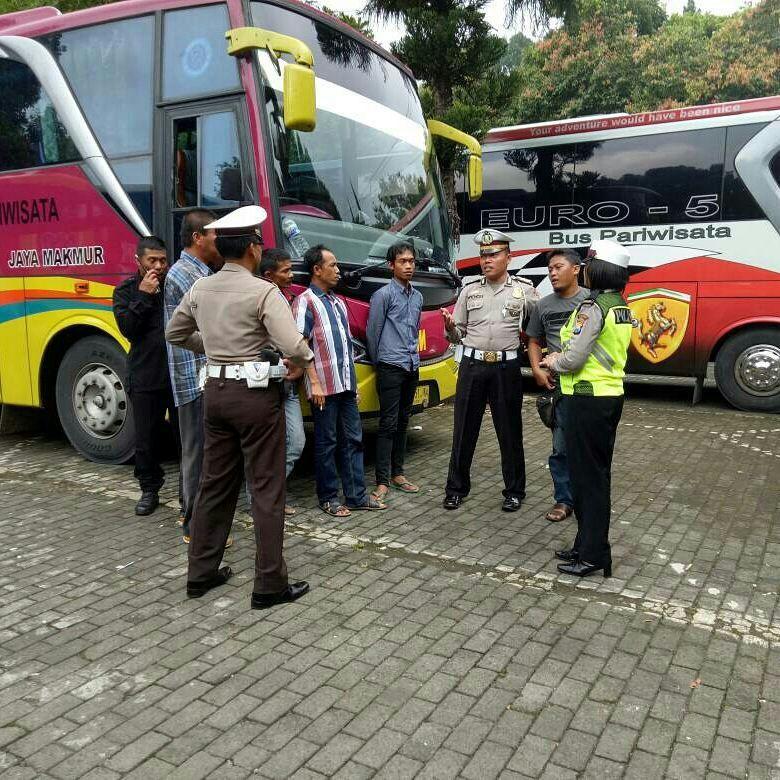 Satlantas Polres Batu Berikan Himbauan Kepada Pengemudi Bus Pariwisata Dan Bus Antar Kota
