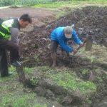 Tingkatkan Kemitraan dengan masyarakat Brigadir Ari Bhabinkamtibmas Polsek Batu Polres Batu Sambangi Petani kentang