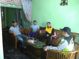Anggota Bhabinkamtibmas Polsek Ngantang Polres Batu Giat Door To Door Sistem (DDS) Bersama Masyarakat
