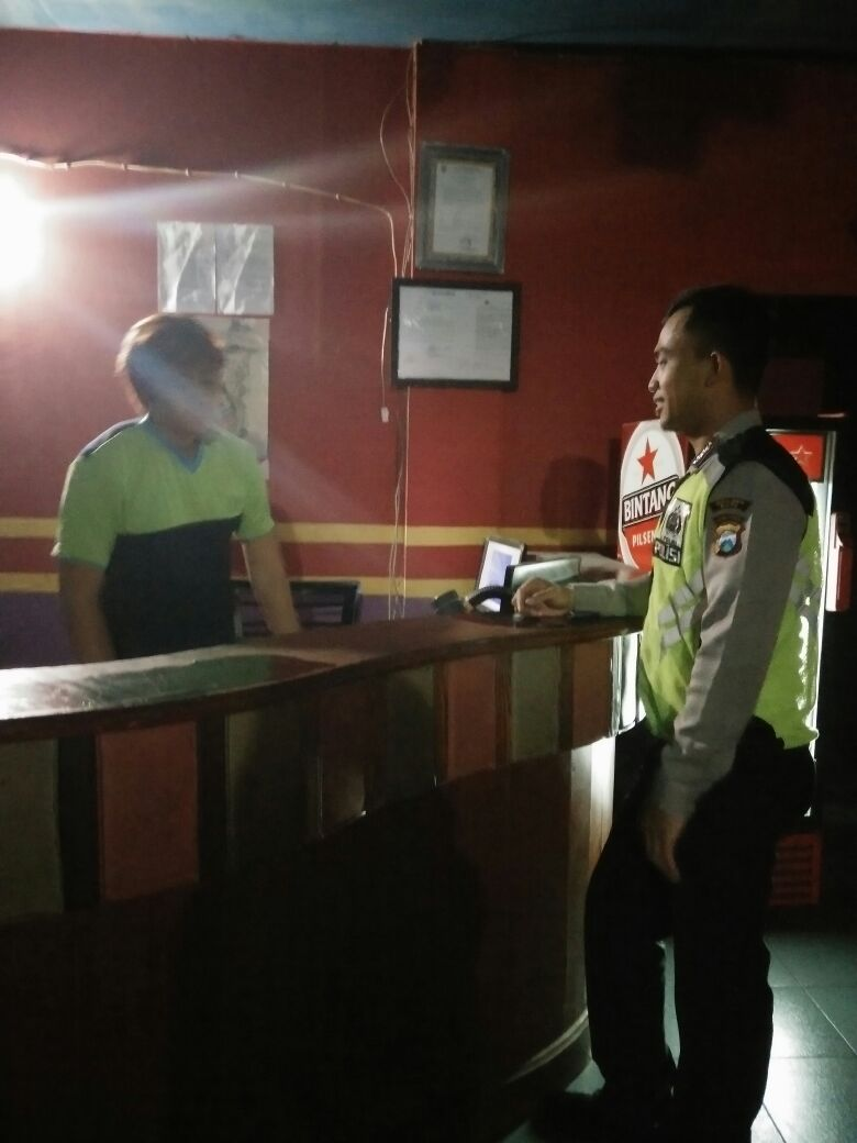 Anggota Polsek Bumiaji Polres Batu Giatkan Patroli Ke Security Tempat Hiburan