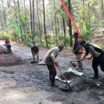 Bhabinkamtibmas Polsek Pujon Polres Batu Sinergitas Bersama Masyarakat Melaksanakan Kerja Bakti