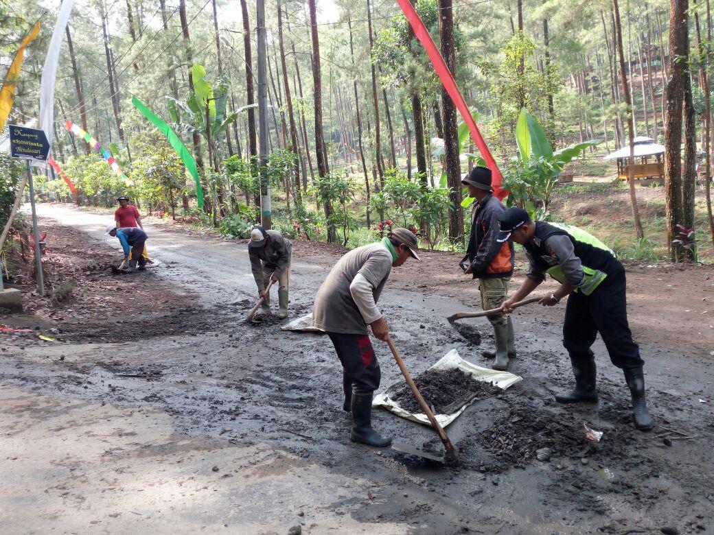 Lebih Dekat Dengan Masyarakat, Bhabinkamtibmas Polsek Pujon Polres Batu Selalu Hadir Di Tengah Masyarakat