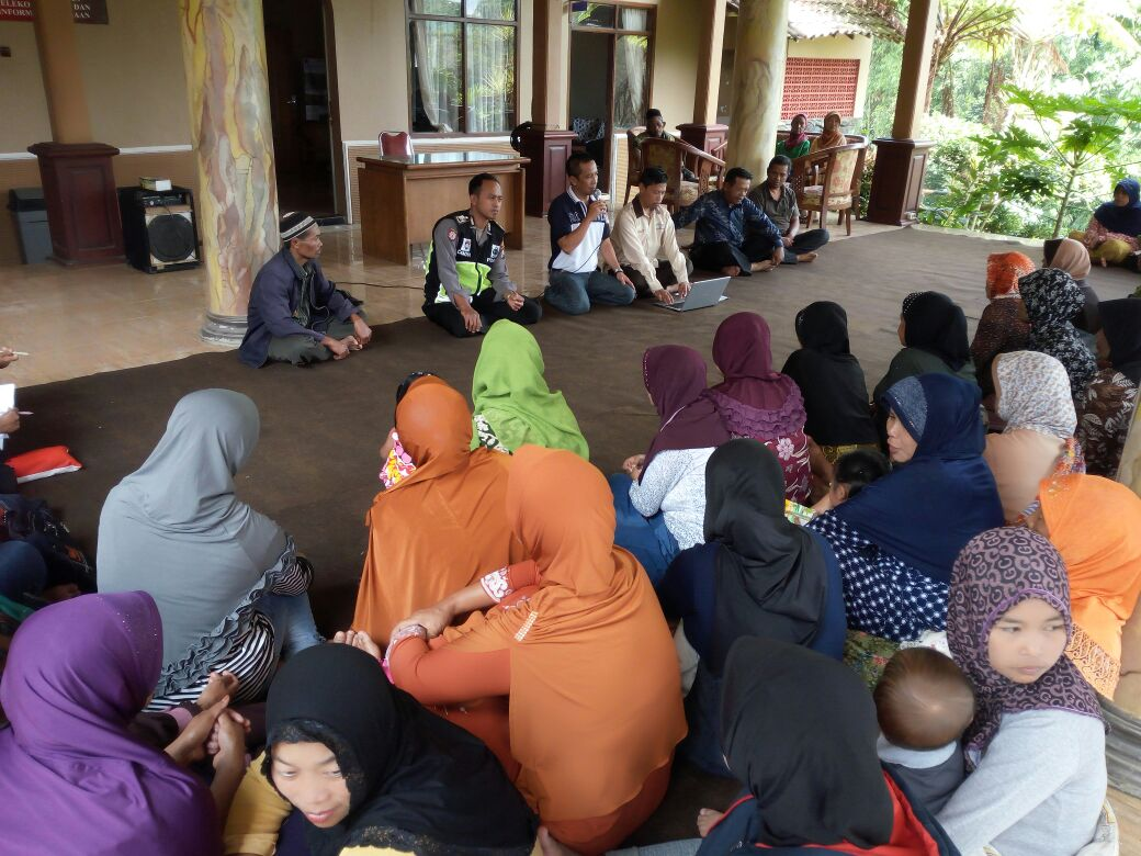 Bhabinkamtibmas Polsek Pujon Polres Batu Binluh Ke warga Desa Bendosari
