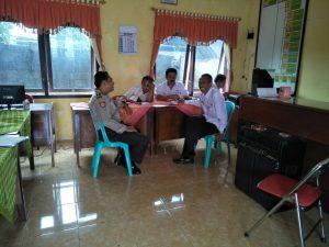 Anggota Bhabinkamtibmas Polsek Kasembon Polres Batu Giatkan Sambang Desa